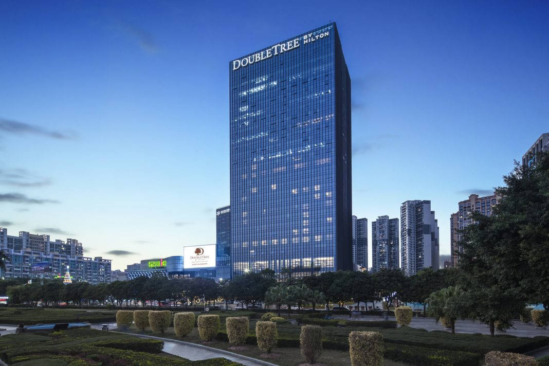 DoubleTree by Hilton Shenzhen Longhua in the Transportation Hub of Shenzhen