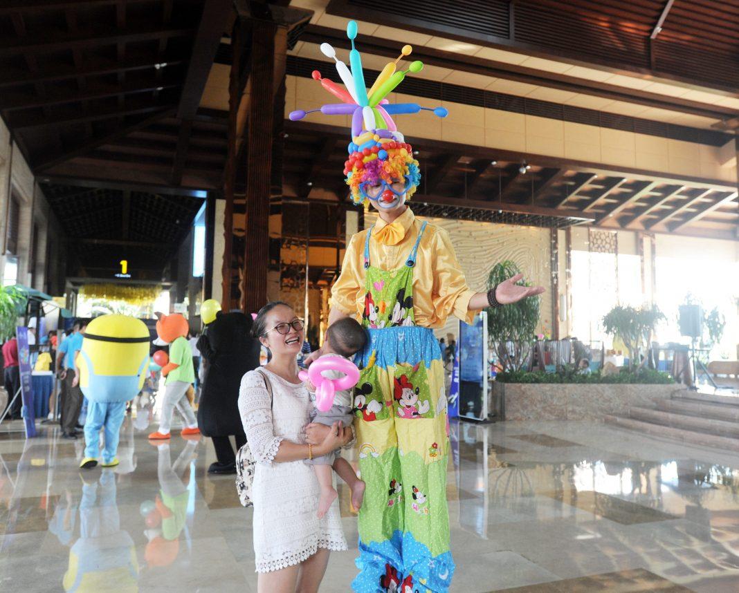 Your Fun Greet at Regal Palace Resort