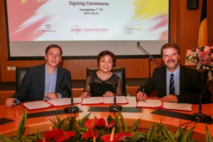 Strategical Collaboration MOU Signing Ceremony. From left to right, Mr. Michel Kempeneers, Chief Operating Officer of Overseas Export-Investment at Wallonia Export-Investment Agency, Mrs. Cui, Executive President of the Guangdong Cross-Border E-commerce Association, Mr. Bernard Piette, General Manager of Logistics in Wallonia.