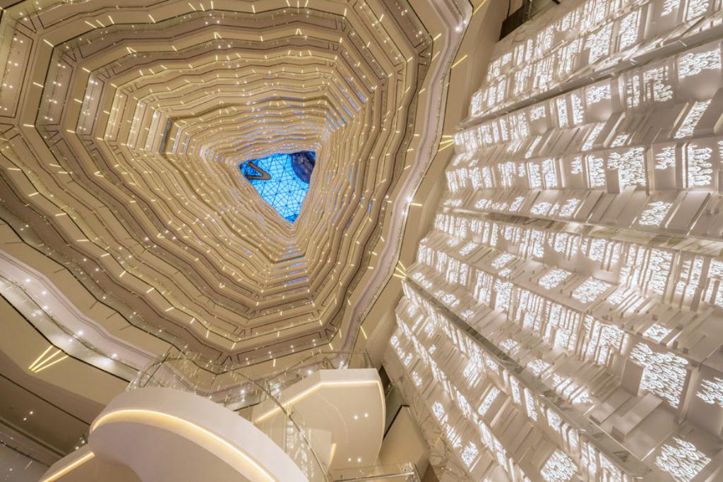 Hotel Lobby on 70th Floor 位于70层的酒店大堂