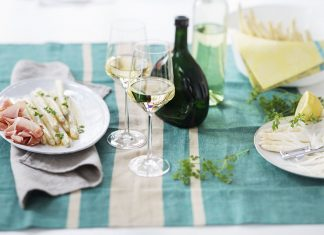 Asparagus and wine ©Deutsches Weininstitut (DWI)