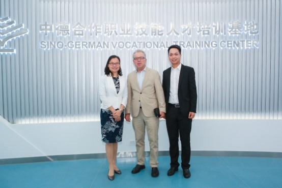 领事团参观考察中德人才培训基地   Site inspection at the Sino-German Vocational Training Center