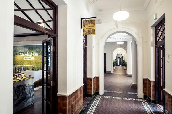 大馆长廊 | The Corridor