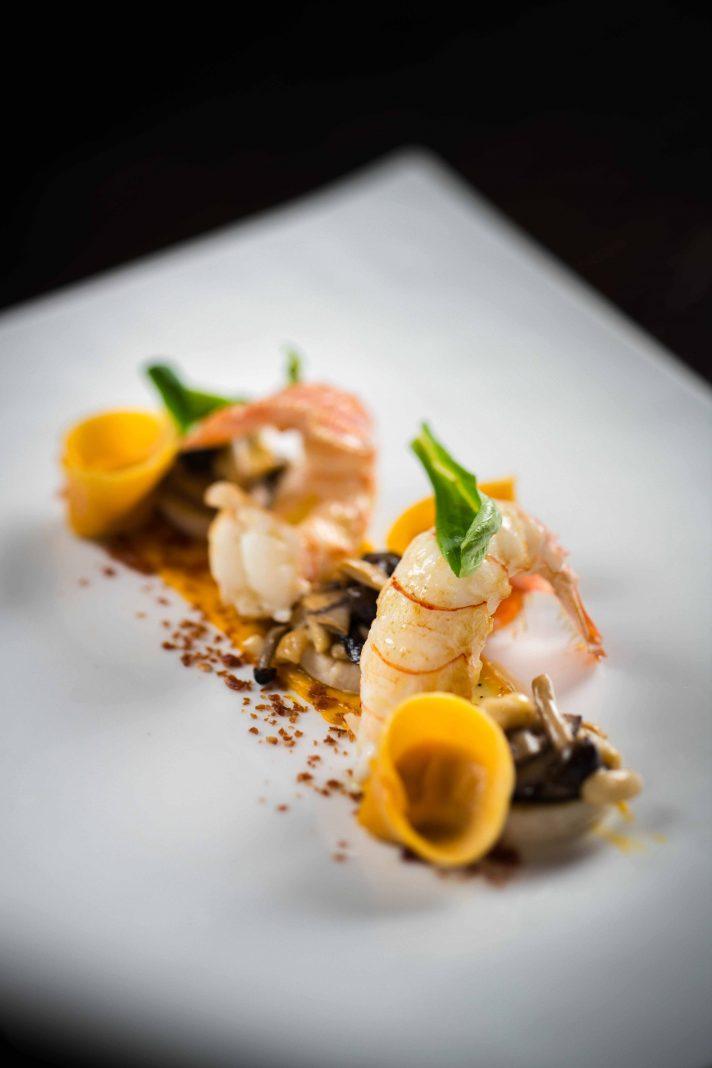 香煎淡水小龍蝦配南瓜龍蝦雲吞、杏鮑菇及火腿粉末   Pan-fried scampi with pumpkin, lobster ravioli, cardoncelli mushroom and ham powder