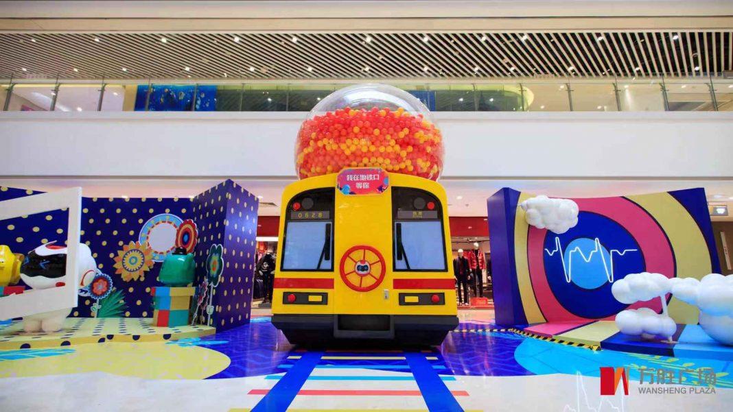 广州地铁一号线巨型扭蛋机   Guangzhou Metro Line One Capsule Toys Machine