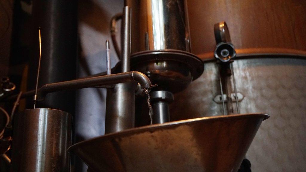 GINSTR的金酒均由自有酿酒厂100%手工制作 | GINSTR is 100% handmade in GINSTR's own distillery