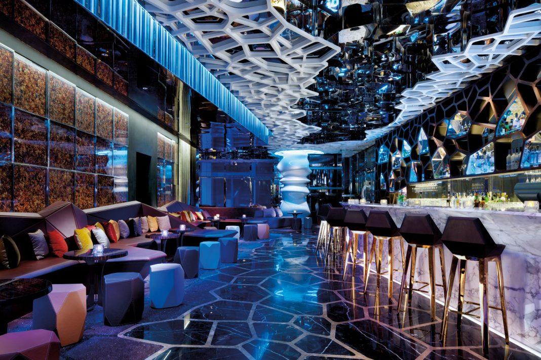 香港丽思卡尔顿酒店118楼的OZONE Bar | OZONE Bar, on the 118th floor of the Ritz Carlton Hong Kong