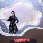 广州万科打造了一场以#万科春日计,美好早争春#为主题的艺术展,用春光致敬城市。 | Vanke Show Stand