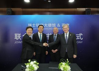 """Robin Li, Chairman and CEO of Baidu (second from left), and Ueli Maurer, President of the Swiss Confederation (second from right), attended the Joint Letter of Intent signing ceremony and launched the """"Switzerland"""" Mini Program on Baidu App at Baidu headquarters in Beijing on 25th April, 2019."""