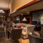 全新设计的Pacific Bar延续别致优雅的格调,同时运用线条打造时尚活力的空间。 | The new Pacific Bar has switched to a more dynamic design while preserving an air of elegance.