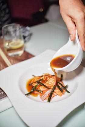 三文鱼刺身配黄辣椒酱 | Salmon Sashimi with yellow chili sauce