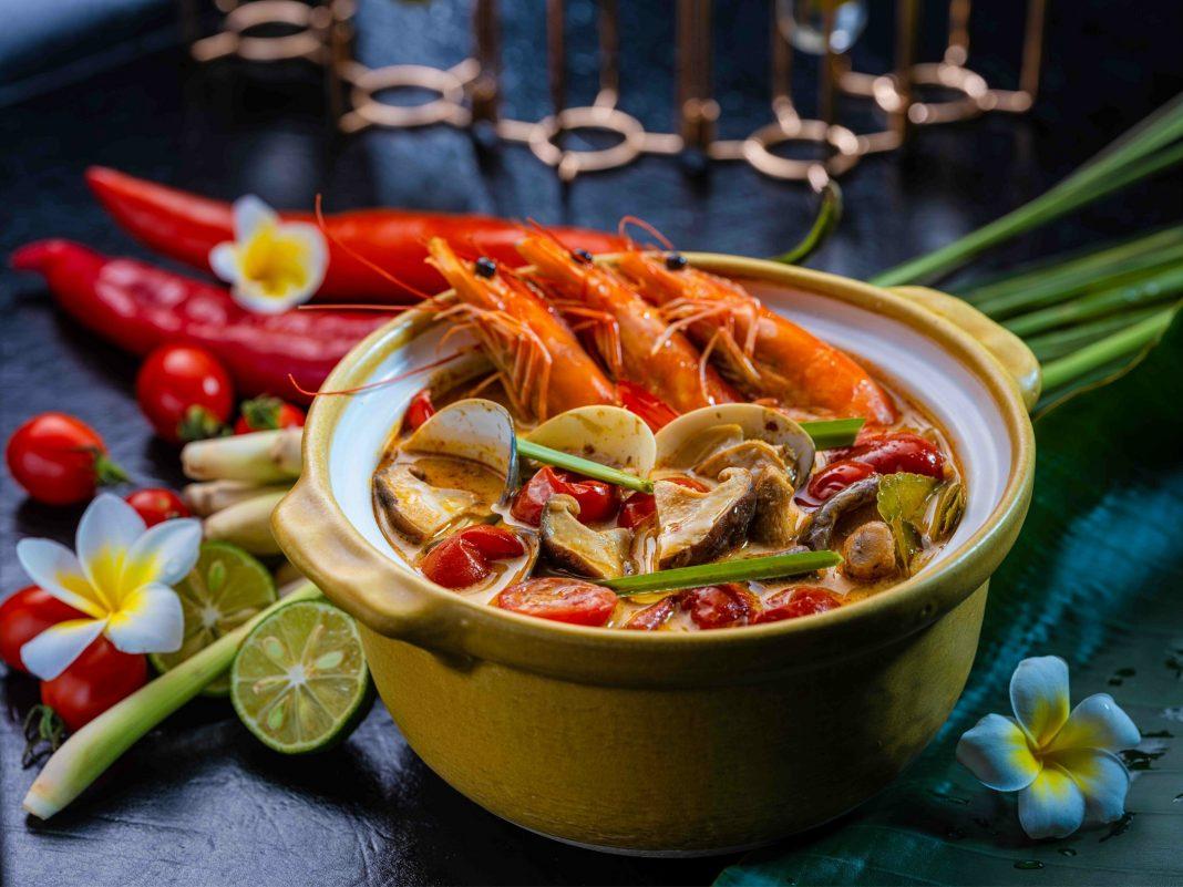 冬阴公(泰式酸辣海鲜汤)    Tom Yum Goong (Spicy Hot and Sour Seafood Soup)