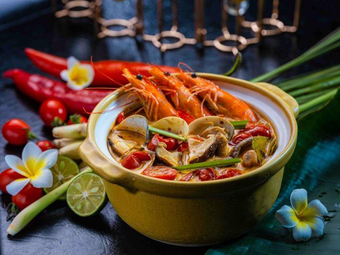 冬阴公(泰式酸辣海鲜汤) | Tom Yum Goong (Spicy Hot and Sour Seafood Soup)