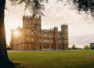 走出大湾区:入住《唐顿庄园》拍摄地海克利尔城堡 | Now You Can Stay at Highclere Castle - Home of Downton Abbey