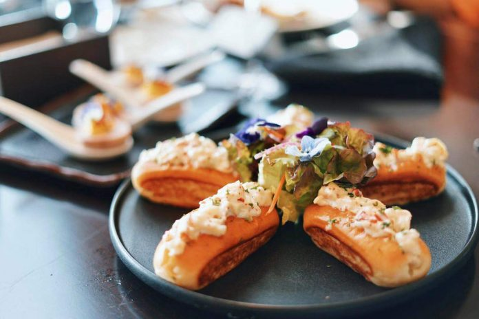 秘制龙虾邀你来尝!| When Lobster Meets Master Chef @The St. Regis Shenzhen