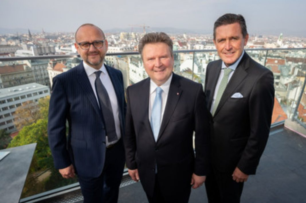 Mayor of Vienna Michael Ludwig (centre), Executive City Councilor of Finance, Business, Digital Innovation and International Affairs Peter Hanke (right) and Director of Tourism Norbert Kettner (left) presented Vienna's Visitor Economy Strategy 2025. © PID/David Bohmann