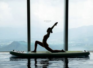 深圳瑞吉酒店推出水上桨板瑜伽时髦演绎健康生活方式 | The St. Regis Shenzhen Introduces Paddle Board Yoga Course