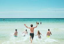 2021年三亚旅游热度不减 | Hainan's Sanya Looks to 2021 as Tourism Sector Rebounds