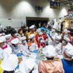 """儿童在""""中银Smart Kids呈献:小厨神工作坊""""(上) 学习制作杯子蛋糕,并参与游戏玩乐 (下)。  Children decorate cupcakes at the BOC Smart Kids Presents: Little Master Chef Workshop (top) and play at game booths (bottom) July 25 at the 2021 Sands Shopping Carnival at The Venetian Macao's Cotai Expo."""